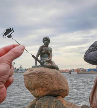 Na, így kell kreatív turistafotókat csinálni