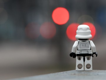 Realitás kontra érzelmek - társadalomkritika a magány éve után