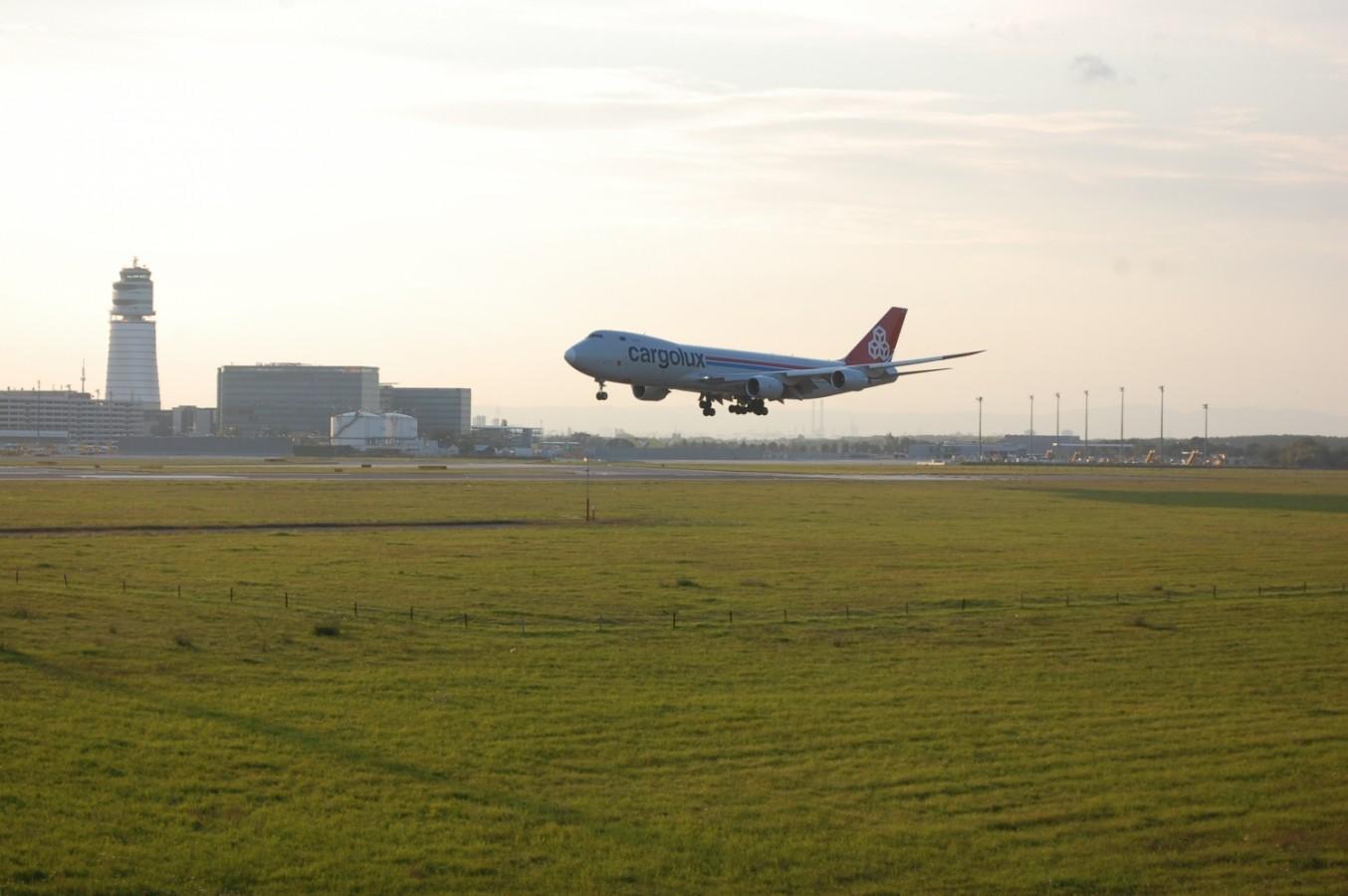Bécs kezdőknek és haladóknak - - 5. rész: Repülőgéplesen, csónakázáson