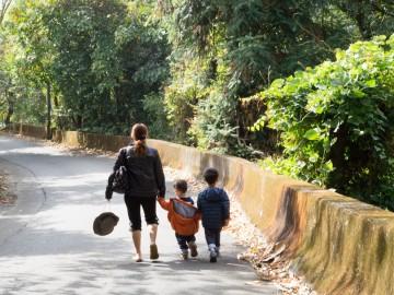 Hátország – Háztartásbeliként külföldön