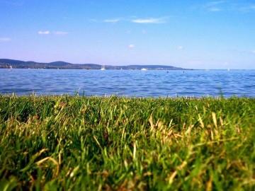 A soha vissza nem térő balatoni nyár nyomában - Így nyaral a külföldön élő magyar